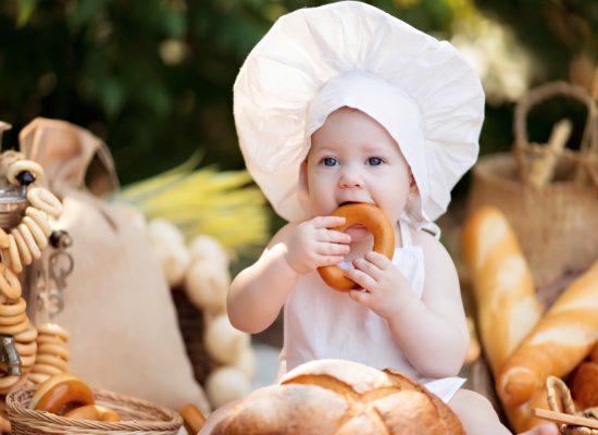 BLW: Phương pháp ăn dặm giúp bé phát triển trí thông minh
